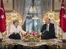 Německá kancléřka Angela Merkelová při jednání s tureckým prezidentem Tayyipem Erdoganem (18. října 2015)