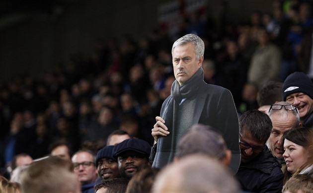 Les fans de Chelsea ont soutenu Mourinha, leurs propres stars ont craqué