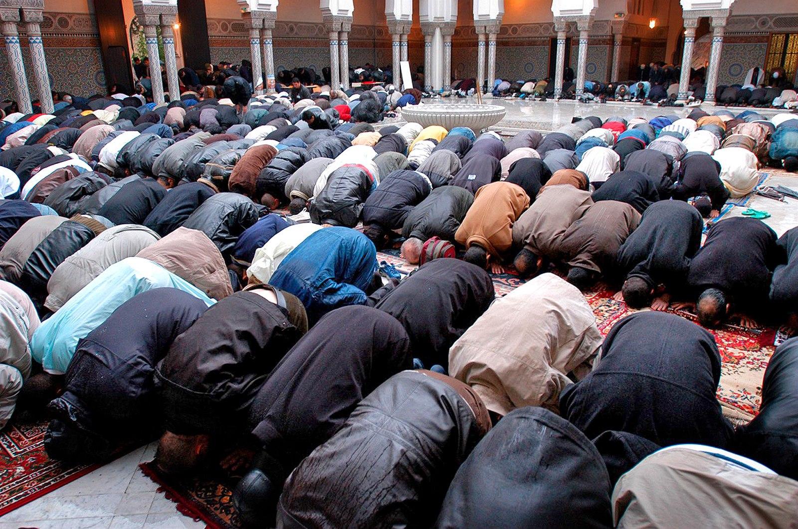Výsledek obrázku pro muslimska modlitba