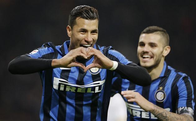 Inter ammuttiin kuolleena ja on liigan kärjessä, Fiorentina kotona piti vetää