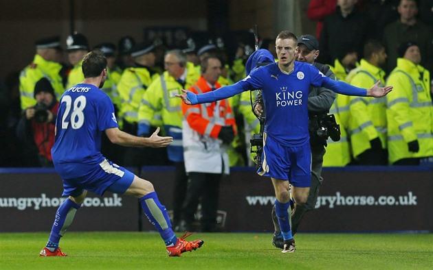 Leicester mit United, führt die englische Liga wieder Manchester City