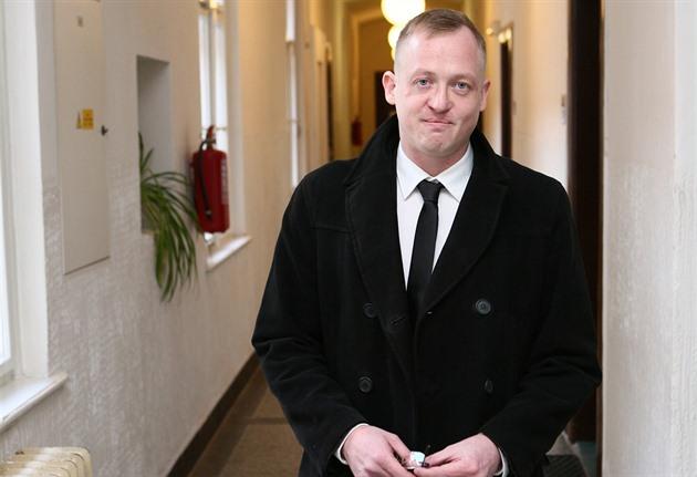 Bývalý policista Max Blanck přichází k Obvodnímu soudu pro Prahu 7 ...