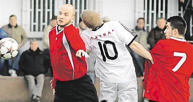 Une équipe de football dans laquelle un frère joue frère. Et quatre fois