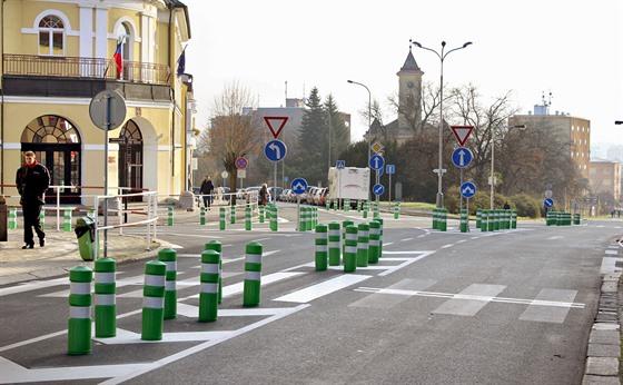 Více než stovka zelených dopravních sloupků má podle odborníků pozitivní dopady...