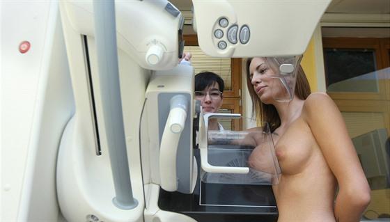 Olomoucká fakultní nemocnice představila novı moderní mamograf, kterı je v...