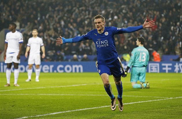 Vardy et Mahriz se réjouirent à nouveau. Leicester a battu Chelsea et est le premier