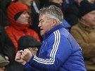 Trenér Chelsea Guus Hiddink se raduje z Willianova gólu do sítě Crystal Palace.