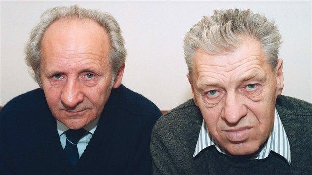 Vynálezci trhaviny semtex Stanislav Brebera (vlevo) a Radim Fukátko na snímku z listopadu 1993