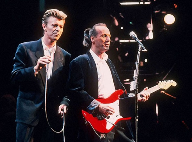 David Bowie a Adrian Belew na turné Souond+Vision v roce 1990