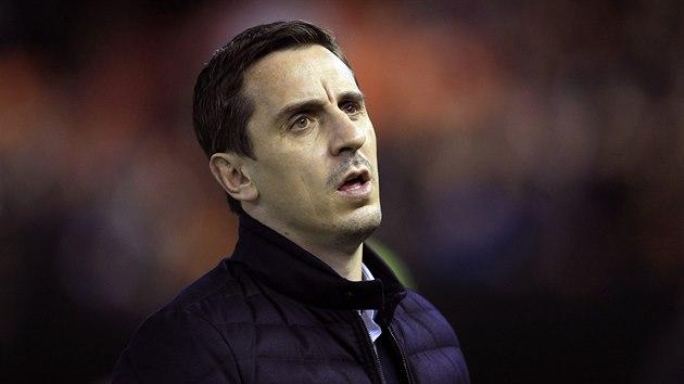 Gary Neville během ostudného utkání proti Barceloně.