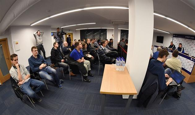 O futebol Olomouc convidou os fãs para a imprensa. E Bozenka ganhou uma camisa