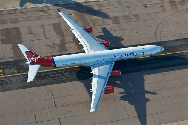Airbus A340 spole�nosti Virgin Atlantic na leti�ti Heathrow