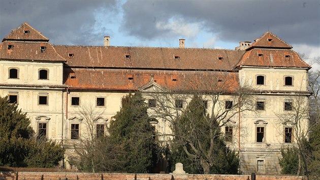 Zámek v Postoloprtech byl postaven roku 1611 na místě původní tvrze, vystavět ho nechal Štefan Jiří ze Šternberka.