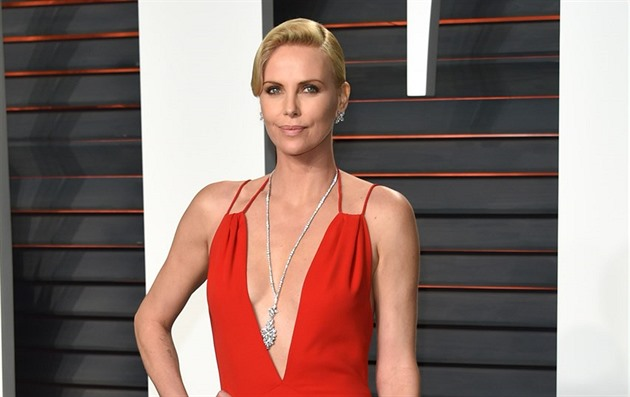 Charlize Theronová na Vanity Fair Oscar Party (Los Angeles, 28. února 2016)