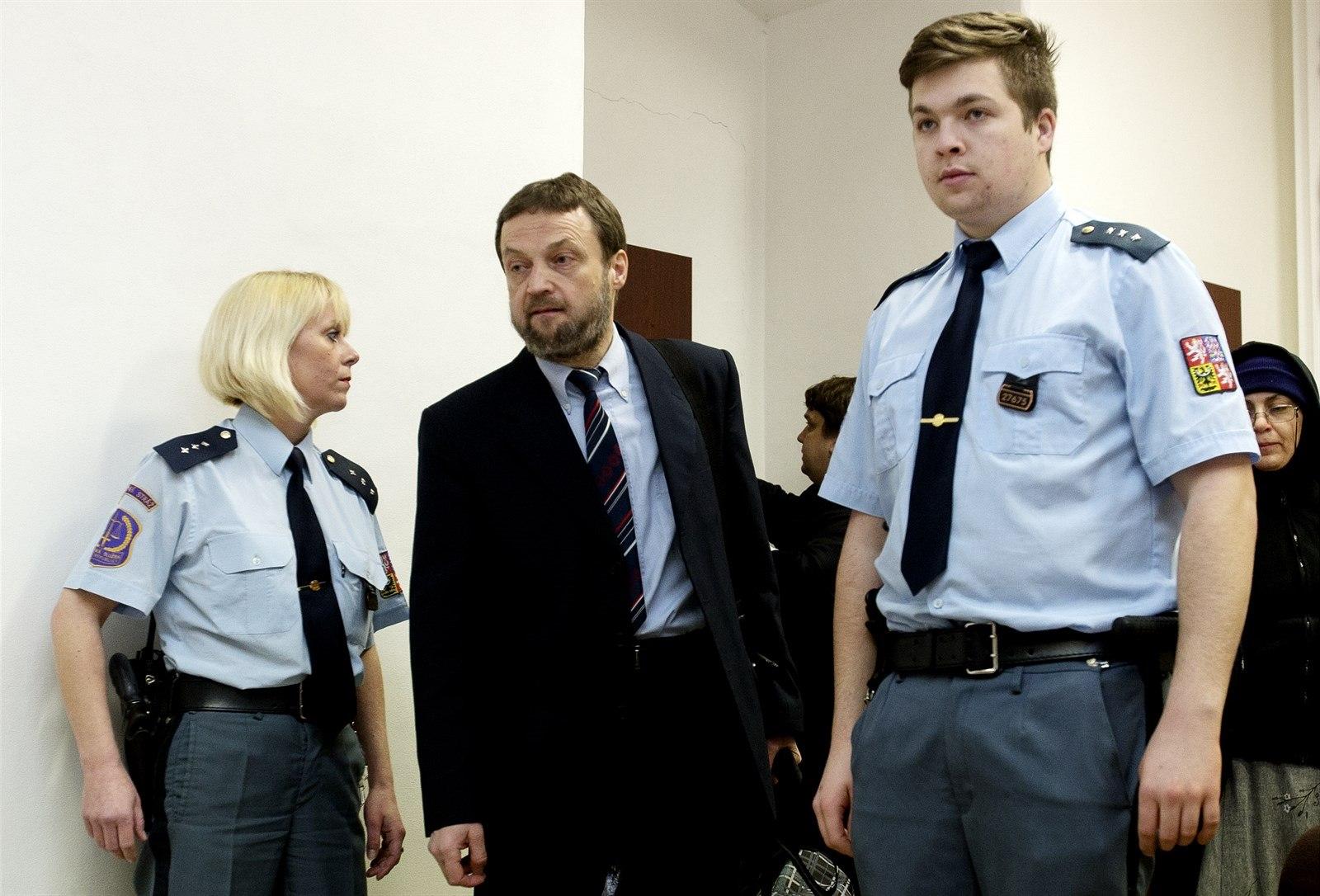 Soud zprostil Sáňku obžaloby v kauze šíření radikální islámské knihy (iDNES.cz)