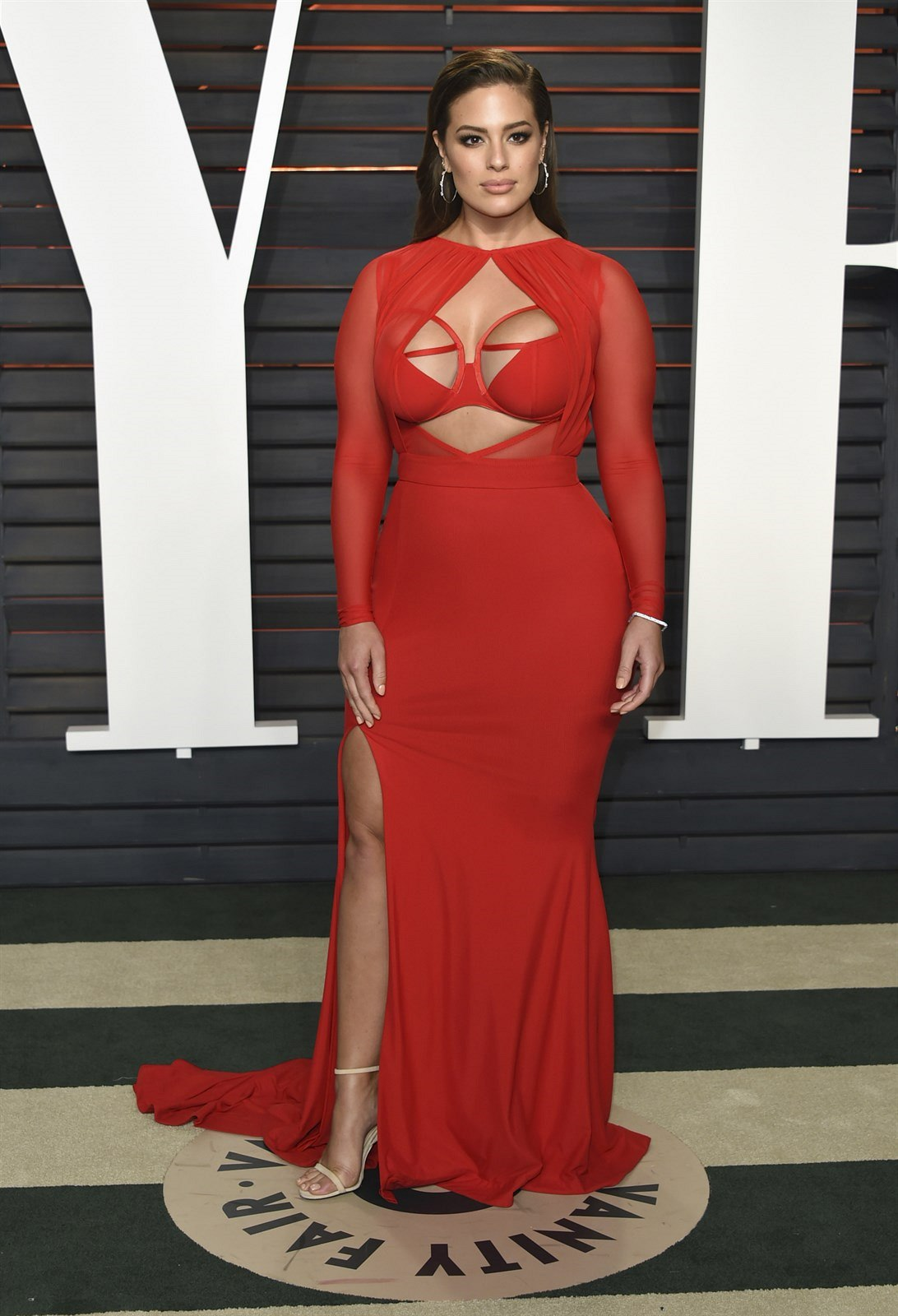 Ashley Grahamová na Vanity Fair Oscar Party (Los Angeles, 28. února 2016)