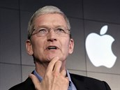 ��f technologick�ho gigantu Apple Tim Cook na tiskov� konferenci v New Yorku (30. dubna 2015)