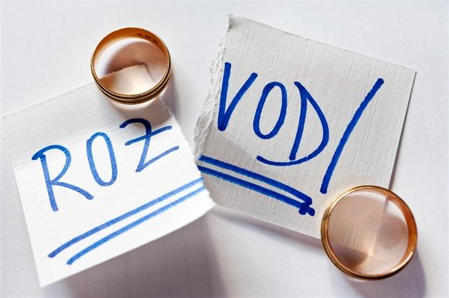 Pokud manželé nevyřeší majetkové vypořádání do tří let, stávají se automaticky podílovými spoluvlastníky. Ilustrační snímek