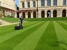 Jak na špičkový anglický trávník? Pomohou vám vřetenové sekačky Allett