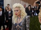 Lady Gaga na Met Gala (New York, 2. kv�tna 2016)