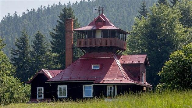 Téměř sto let stará chata Na Prašivé v Beskydech láká velké množství turistů.