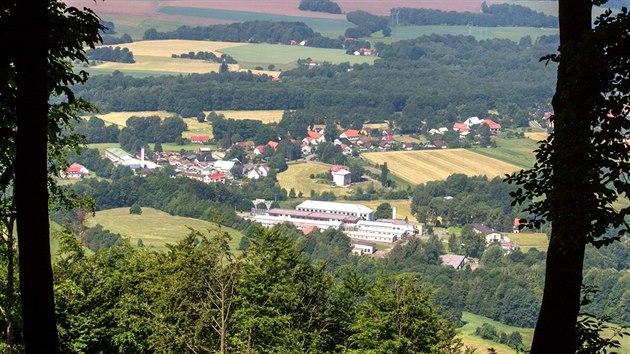 Jeden z vıhledů z Prašivé na obec Vyšní Lhoty.