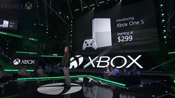 Phil Spencer b�hem konference Xbox Briefing 2016.