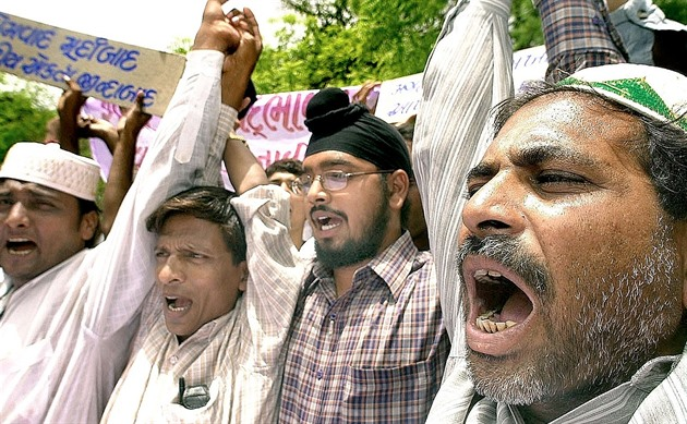 Za pogromy na muslimy padlo v Indii jedenáct doživotních trestů (iDNES.cz)