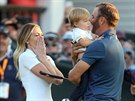 Dustin Johnson slav� triumf na US Open se synkem Tatumem v n�ru��, partnerka Paulina Gretzky st�le nem�e uv��it.