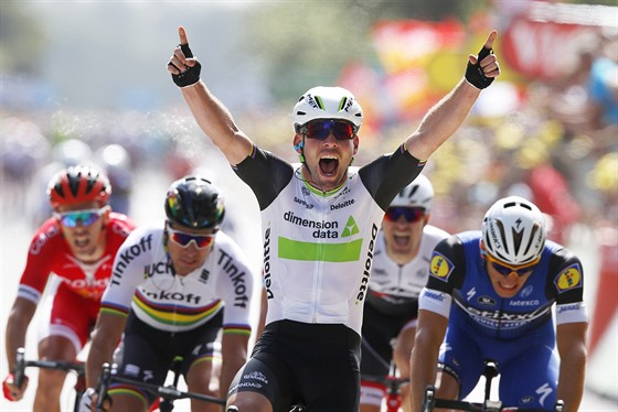 V�T�ZSTV� VE SPURTU. �vodn� etapu leto�n� Tour de France ovl�dl Mark Cavendish.