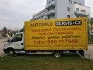 Leptání VIN na autoskla je chytrou prevencí odcizení vozidla v Praze