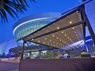 Pergoly se stahovací střechou vám dopřejí příjemné posezení na terase