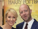 Spisovatelka J. K. Rowlingov� a re�is�r John Tiffany na premi��e hry Harry Potter and the Cursed Child
