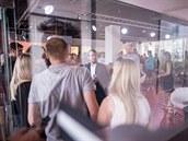 Momentka z úvodního proslovu o vzniku Mall Group (Jakub Havrlant uprostřed v...