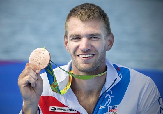 MEDAILE. Skifař Ondřej Synek vybojoval v olympijském finále bronzovou medaili....