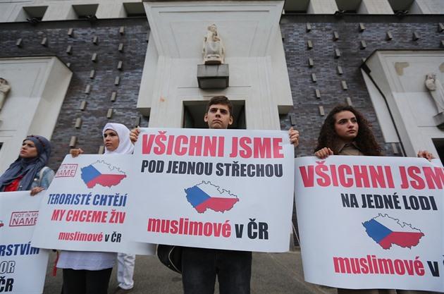 Bývalý pražský imám varoval před akcí skřesťany, řeší to tajné služby (iDNES.cz)