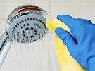 Trápí vás ve vodě bakterie legionella? Poradíme, jak jí předejít