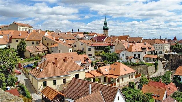 Radniční věž z15.století ční vysoko nad město.
