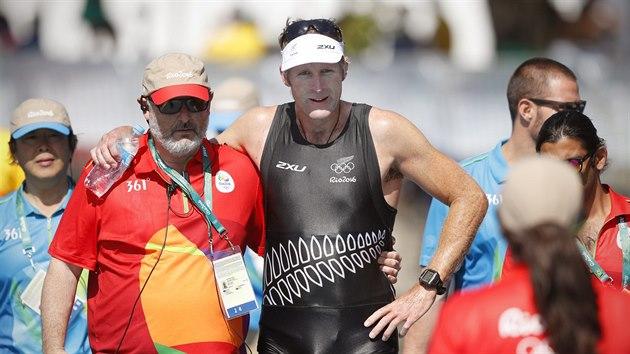 Zlatı skifař Mahé Drysdale z Nového Zélandu v cíli olympijského závodu v Riu. (13. srpna 2016)