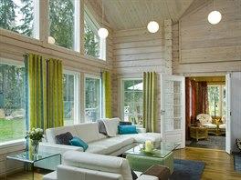 Prostor v obývací části je otevřený až do štítu domu.