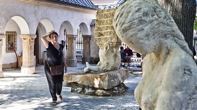 Skulptury z prvního sochařského sympozia v Zoo Dvůr Králové.