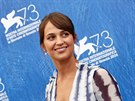 Herečka Alicia Vikander přijela na MFF v Benátkách s filmem The Light Between...
