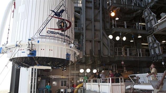 Osiris-Rex uloženı v nákladovém prostoru rakety