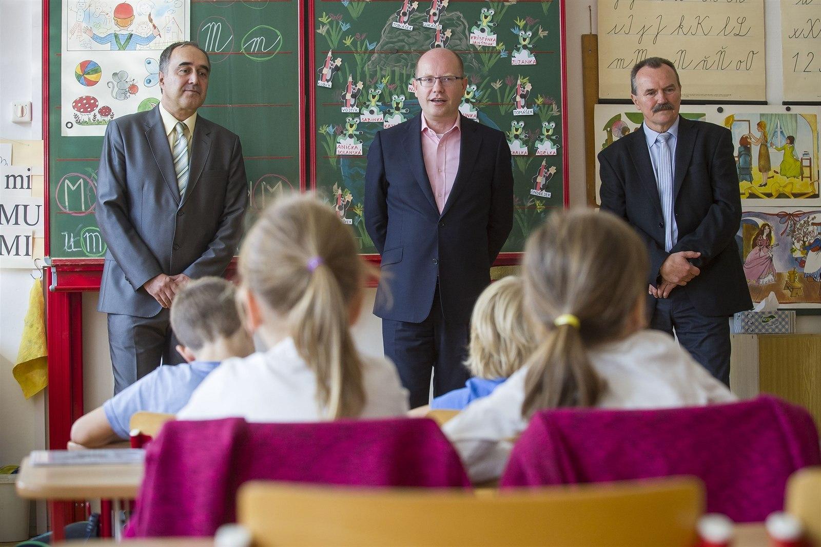 Výsledek obrázku pro premiér sobotka zlín škola