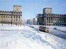 Monstróznost a prostornost Říjnového náměstí dávala obyvatelům města najevo dominanci.