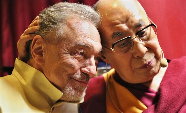 Karel Gott s dalajlámou idnes.cz 19.10.2016