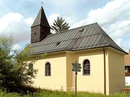 Vzorně opravený kostel v zaniklé osadě Leopoldsreut
