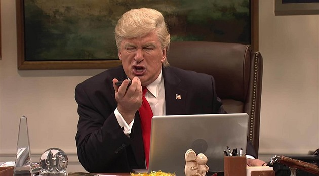 "Alec Baldwin jako Donald Trump v americké show ""Saturday Night Live""..."