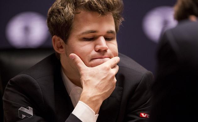 Magnus Carlsen v souboji o titul šachového mistra světa.