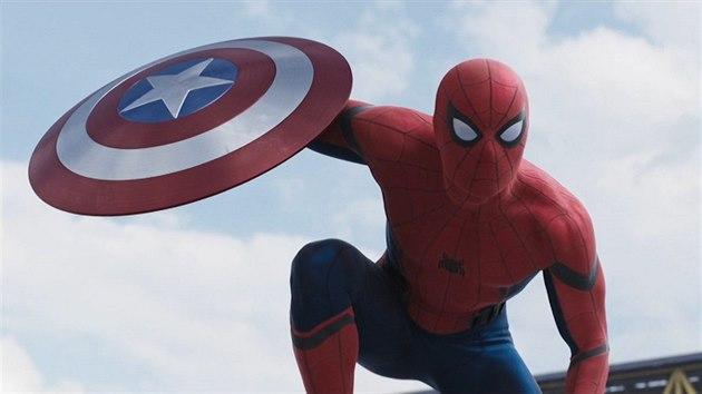 Video Spider Man Pri Svem Navratu Najde Ucitele V Iron Manovi